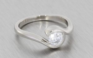 Contemporary bypass solitaire engagement ring - Portfolio